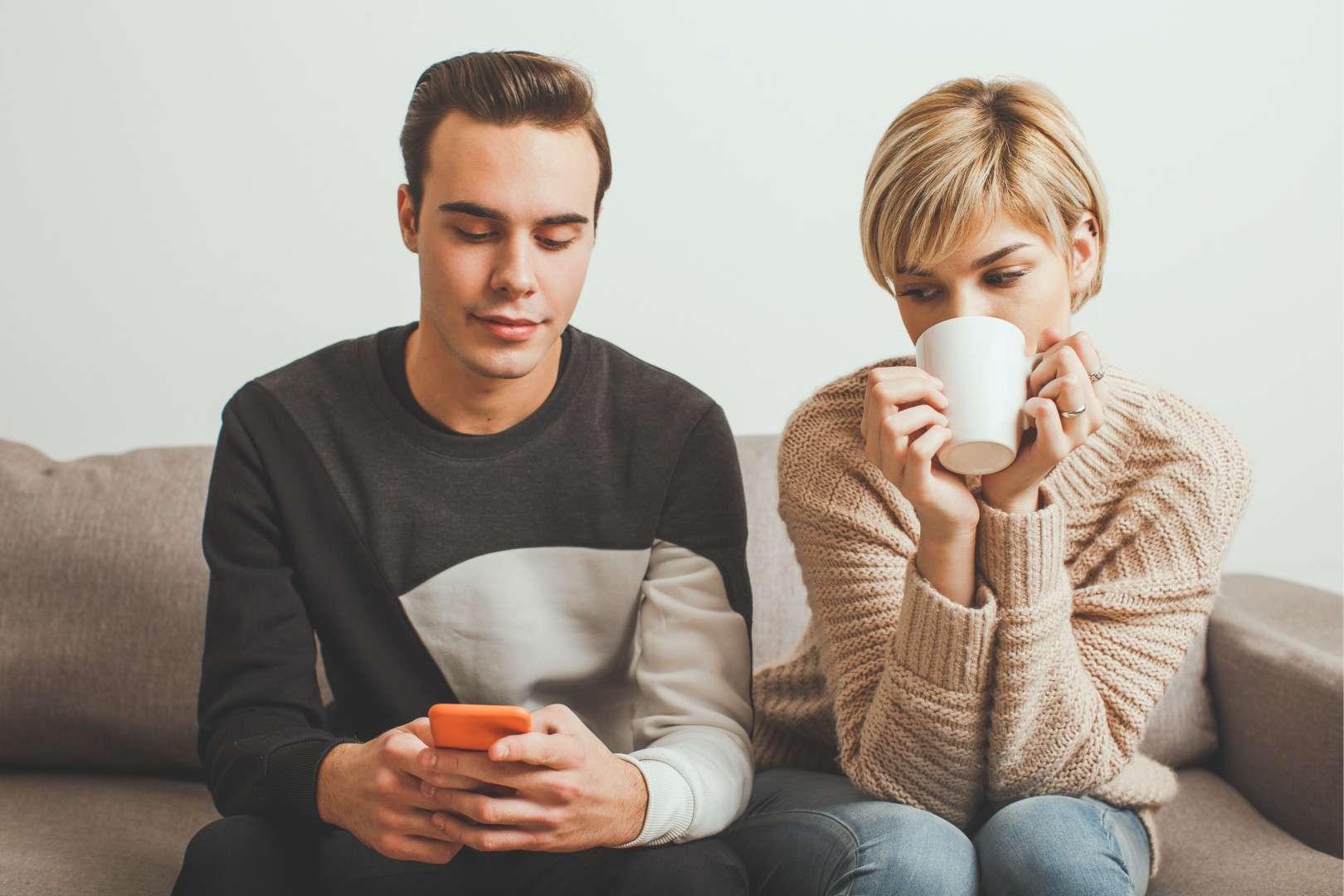 woman glancing at husband's phone