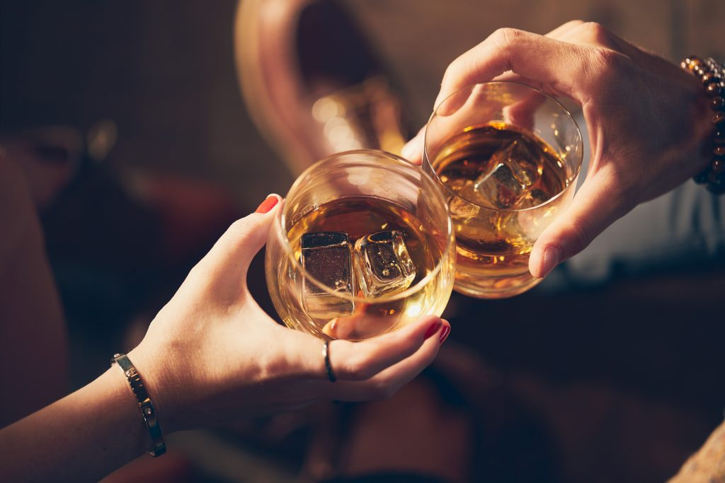 can drinking alcohol help you last longer in bed?