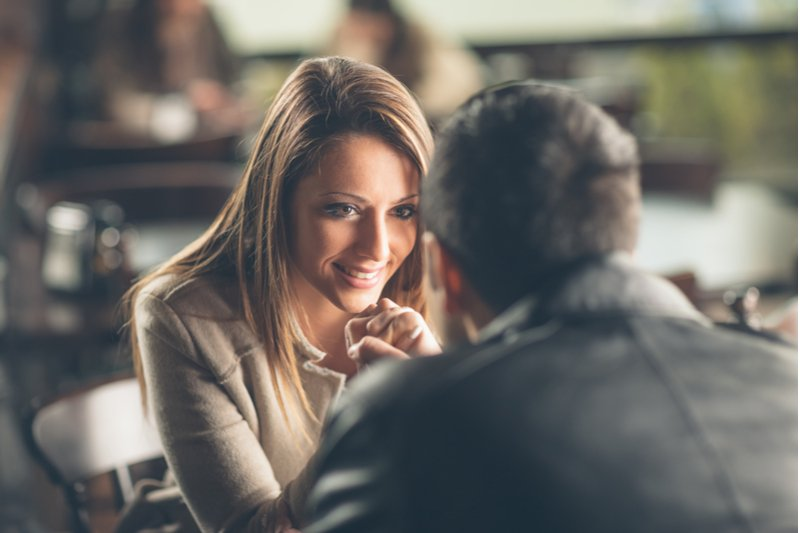 How to Attract Women (7 mindsets women love)